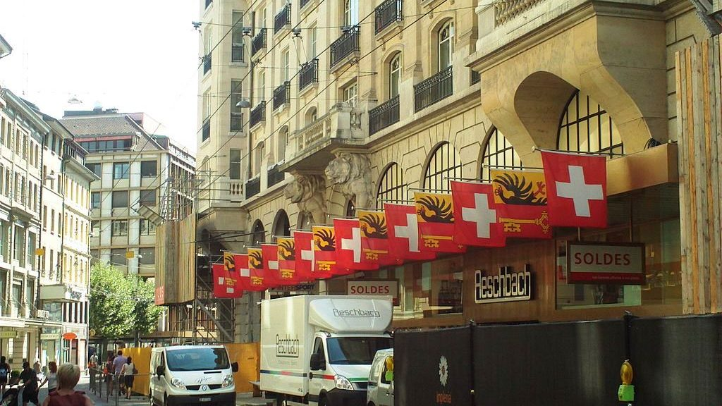 rue_du_rhone_with_swiss_and_cantonal_flags-2